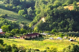 Agricamp-Picobello-B-and-B-minicamping-le-marche-italie
